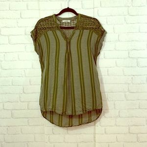 🌈Papaya size L green striped top with cut outs